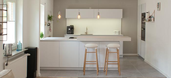 kiel ganz in wei k chenhaus maus gmbh. Black Bedroom Furniture Sets. Home Design Ideas